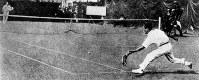 第7回アントワープ大会のテニス男子シングルスで準優勝し、夏季大会で日本人最初のメダリストになった熊谷一弥選手=1920年撮影