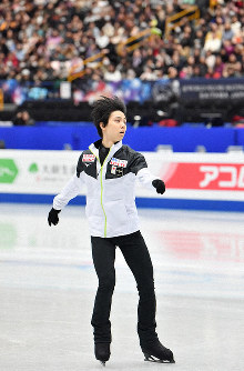 Figure skater Yuzuru Hanyu takes part in an official training session for the world championships at Saitama Super Arena in the city of Saitama on March 19, 2019. (Mainichi/Toshiki Miyama)
