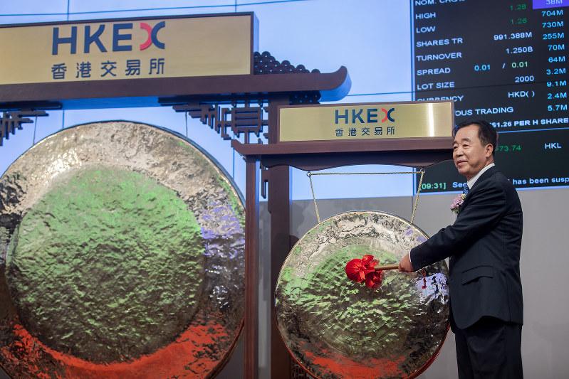 中国鉄塔の佟吉祿董事長総経理。香港証券取引所上場時