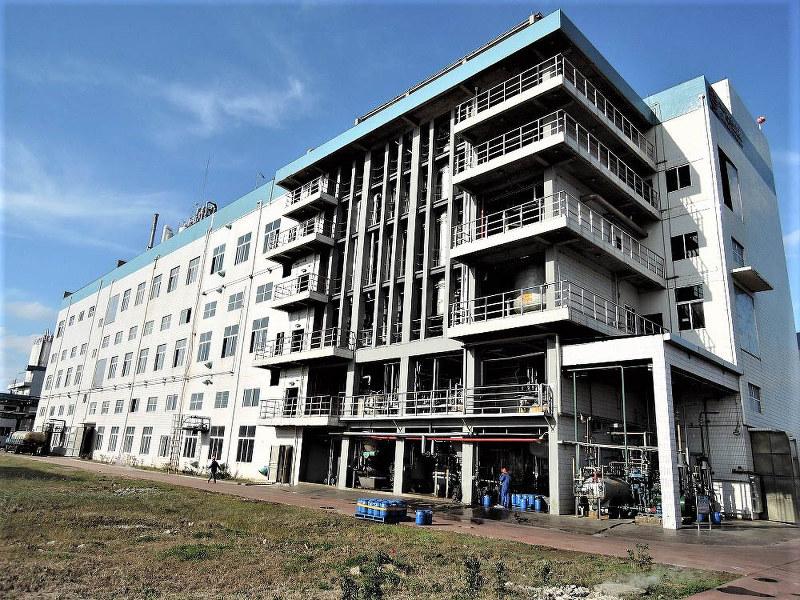 昨年5月に操業停止に追い込まれた染料大手・吉華の塩城工場(筆者撮影)