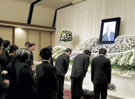 大沼保昭さんを偲ぶ会:各界から500人参列 | 毎日新聞
