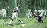 打撃練習をする札幌第一の選手たち=阪神甲子園球場で2019年3月19日、幾島健太郎撮影