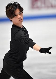 練習リンクで調整する宇野昌磨=さいたまスーパーアリーナで2019年3月20日、宮間俊樹撮影