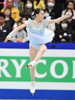 女子SPで三回転半ジャンプを失敗する紀平梨花=さいたまスーパーアリーナで2019年3月20日、宮間俊樹撮影