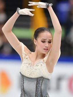 女子SPを終え1位のアリーナ・ザギトワ=さいたまスーパーアリーナで2019年3月20日、宮間俊樹撮影