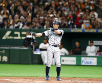 Seattle Mariners' Ichiro Suzuki prepares to bat against the Yomiuri Giants in the second inning of their preseason exhibition baseball game at Tokyo Dome in Tokyo, Sunday, March 17, 2019. Ichiro's struggles at the plate have followed him to Japan. Ichiro went hitless in three at-bats on Sunday when his Seattle Mariners beat the Yomiuri Giants 6-4. (AP Photo/Toru Takahashi)
