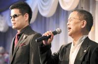 「本当に心を伝える歌を盛り上げていきたい」(左は清水博正さん)=茨城県つくばみらい市で、玉城達郎撮影