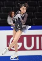 女子フリーに向けての練習で三回転半ジャンプをする紀平梨花=さいたまスーパーアリーナで2019年3月22日、宮間俊樹撮影