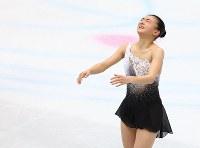 女子フリーの演技を終え、天を仰ぐ坂本花織=さいたまスーパーアリーナで2019年3月22日、佐々木順一撮影