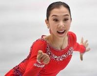 女子で2位に入ったエリザベト・トゥルシンバエワのフリーの演技=さいたまスーパーアリーナで2019年3月22日、宮間俊樹撮影