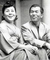 作曲家の古関裕而(右)と妻の金子(きんこ)=福島市古関裕而記念館提供