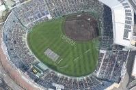 開会式で入場行進する選手たち=兵庫県西宮市の阪神甲子園球場で2019年3月23日午前9時16分、本社ヘリから大西達也撮影
