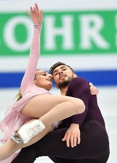 アイスダンスで優勝したガブリエラ・パパダキス、ギヨーム・シゼロン組(フランス)のフリー演技=さいたまスーパーアリーナで2019年3月23日、宮間俊樹撮影