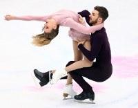 アイスダンスで優勝したガブリエラ・パパダキス、ギヨーム・シゼロン組のフリーダンスの演技=さいたまスーパーアリーナで2019年3月23日、佐々木順一撮影