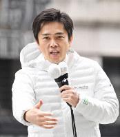 大阪府知事選が告示され、第一声を上げる吉村洋文氏=大阪市中央区で2019年3月21日午前10時41分、山崎一輝撮影