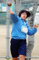 ジュニアオリンピック砲丸投げで連覇を果たした今西あかりさん=奈良県天理市の市立南中で、姜弘修撮影