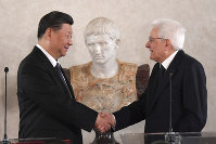 Chinese President Xi Jinping shakes hands with Italian President Sergio Mattarella during a business forum inside the Quirinale Presidential, in Rome, on March 22, 2019.  (Tiziana Fabi/Pool Photo via AP)