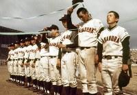 昭和52年、第49回選抜高校野球大会で準優勝した中村高(高知)ナイン=兵庫県西宮市で1977年4月7日撮影