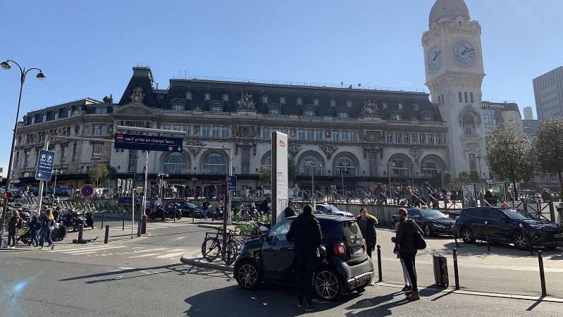 リヨン駅の外観。主にパリと南仏方面を結ぶ鉄道が発着する=筆者撮影