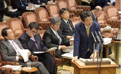 今度こそ増税…(参院予算委員会で答弁する安倍晋三首相)=2019年3月18日、川田雅浩撮影
