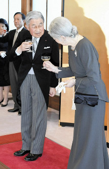 Emperor Akihito makes a toast with Empress Michiko during a tea party at the Kyoto Imperial Palace in Kyoto's Kamigyo Ward on March 25, 2019. (Pool photo)