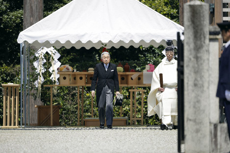 Emperor Akihito is seen at the Mausoleum of Emperor Jinmu in the city of Kashihara, Nara Prefecture, on March 26, 2019. (Pool photo)