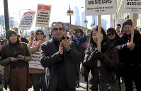 Chicago Symphony Orchestra conductor Riccardo Muti joins in solidarity with striking CSO musicians during a press conference outside the Chicago Symphony Orchestra building, on March 12, 2019. (Antonio Perez/Chicago Tribune via AP)