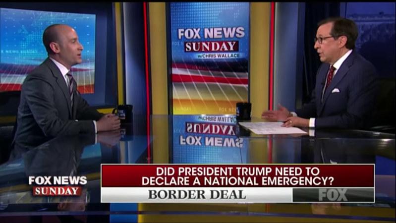 ウォレス氏(右)はメキシコとの国境対策を巡ってミラー氏を問い詰めた (フォックス・ニュースのユーチューブチャンネルから)