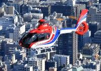 毎日新聞社が共同通信社と東京・羽田格納庫に新たに導入した取材用ヘリコプター「はばたき」=東京都内で2019年3月8日、本社ヘリから竹内紀臣撮影
