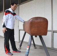 1964年東京五輪で使用された跳馬器具を保管していた森田喜芳さん=岐阜県郡上市で2019年3月13日、沼田亮撮影