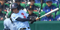 【啓新-桐蔭学園】一回表啓新1死三塁、竹原が左中間適時二塁打を放つ=阪神甲子園球場で2019年3月27日、猪飼健史撮影