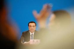 記者会見でも経済の安定成長を強調した李克強首相(Bloomberg)