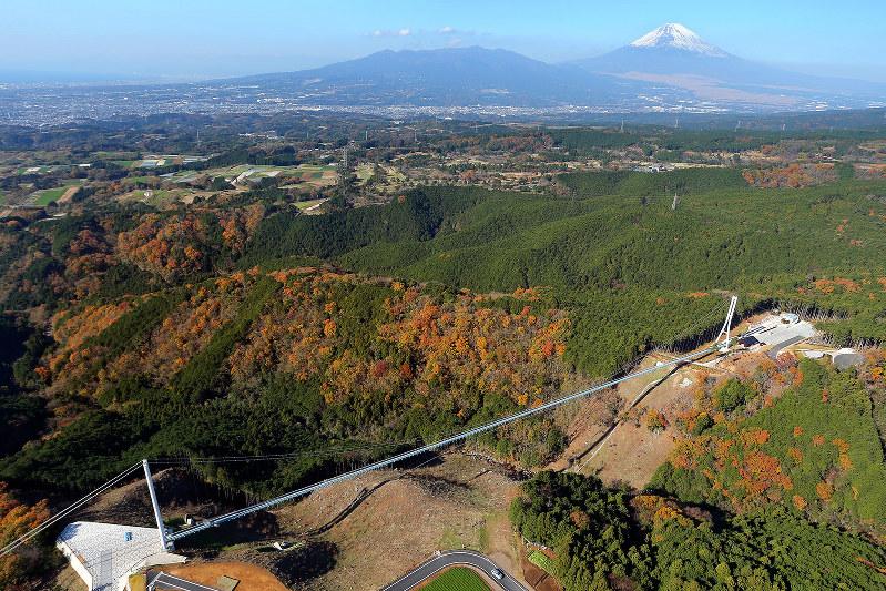 歩行者専用のつり橋としては日本一長いという「三島大吊橋」