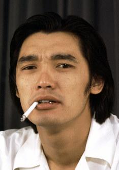 元グループサウンズ「ザ・テンプターズ」のリード・ボーカルの萩原健一さん=東京都内で1974年7月16日、接待健一撮影