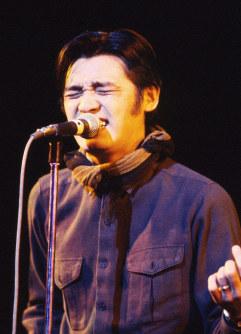 コンサートで歌う萩原健一さん=東京都千代田区の日劇で1981年1月、吉川秀子撮影