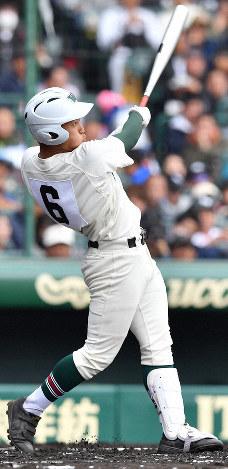 【高松商-市和歌山】一回裏市和歌山2死、緒方が左中間本塁打を放つ=阪神甲子園球場で2019年3月28日、徳野仁子撮影