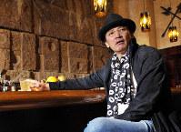 インタビューに答える萩原健一さん=東京都新宿区で2010年9月29日、小林努撮影