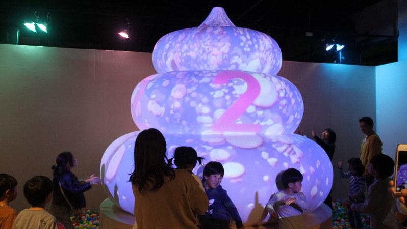 うんこミュージアムの休憩エリアにある「ウンコ・ボルケーノ」