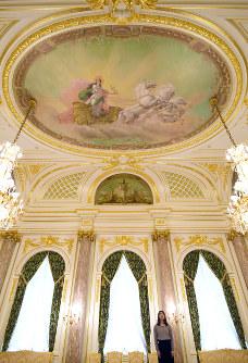 45年ぶりの修復を終えた「朝日の間」の天井絵画=東京・元赤坂の迎賓館赤坂離宮で2019年3月29日、小林努撮影