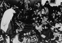 大相撲始まって以来の大黒星部屋を飛び出した廃業。記者会見では「相撲道の違い」と=1987年12月31日撮影