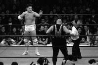 親方とのトラブルで失跡騒ぎを起こして大相撲を廃業、「新人類横綱」と話題になった元横綱双羽黒の北尾光司さんがプロレスラーに転身、東京ドームで行われた特別興行試合でデビューした=東京都文京区の東京ドームで1990年2月10日、陣内雅義撮影