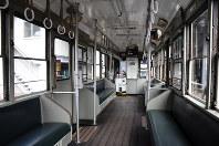 1999年ごろまで走った1051号の車内=長崎市大橋町の浦上車庫で2019年3月30日午前11時41分、今野悠貴撮影