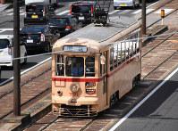 引退する701号は東京都交通局の杉並線で使われた。車体の配色は当時のもの=長崎市のJR浦上駅前で2019年3月30日午後2時11分、今野悠貴撮影