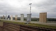 米国がサンディエゴのメキシコ国境沿いに造った「壁」の試作品