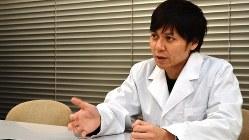 日本うんこ学会の会長を務める石井洋介医師=田中学撮影