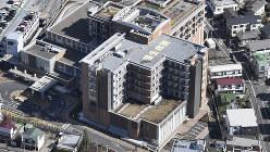 東京都福生市の公立福生病院=2019年3月8日、本社ヘリから