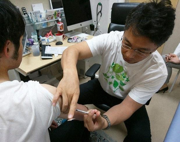 はしかのワクチン接種を受ける人