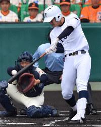 【習志野-東邦】一回裏東邦1死一塁、石川が中越え2点本塁打を放つ(捕手・兼子)=阪神甲子園球場で2019年4月3日、山田尚弘撮影