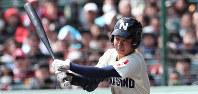 【習志野-東邦】四回表習志野無死、根本が左前打を放つ=阪神甲子園球場で2019年4月3日、玉城達郎撮影