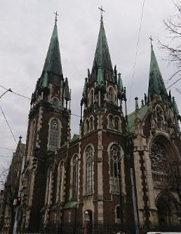 風格のある教会が多く残る=ウクライナ西部リビウで2019年3月8日、大前仁撮影